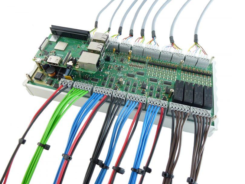 PiXtend V2 L angeschlossen